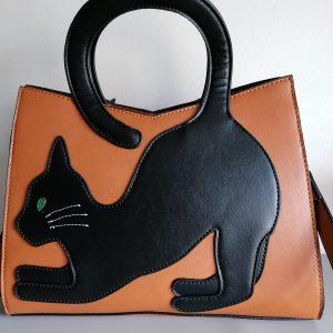 Tas zwarte kat met staart.