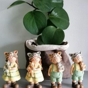 Kinderbeelden met kat.
