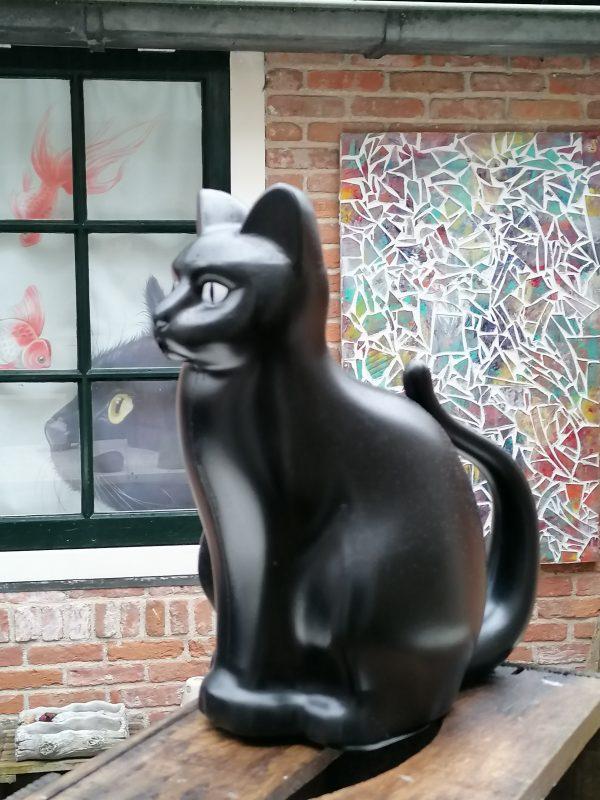 Gieter zwarte kat